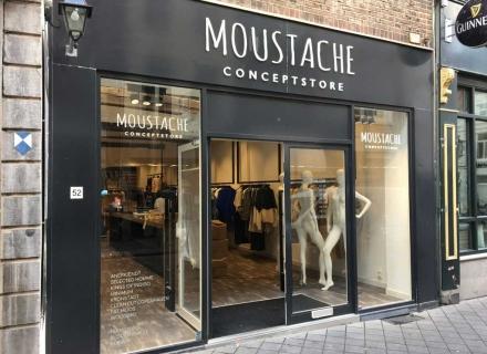 Gevel reclame en belettering voor Moustache